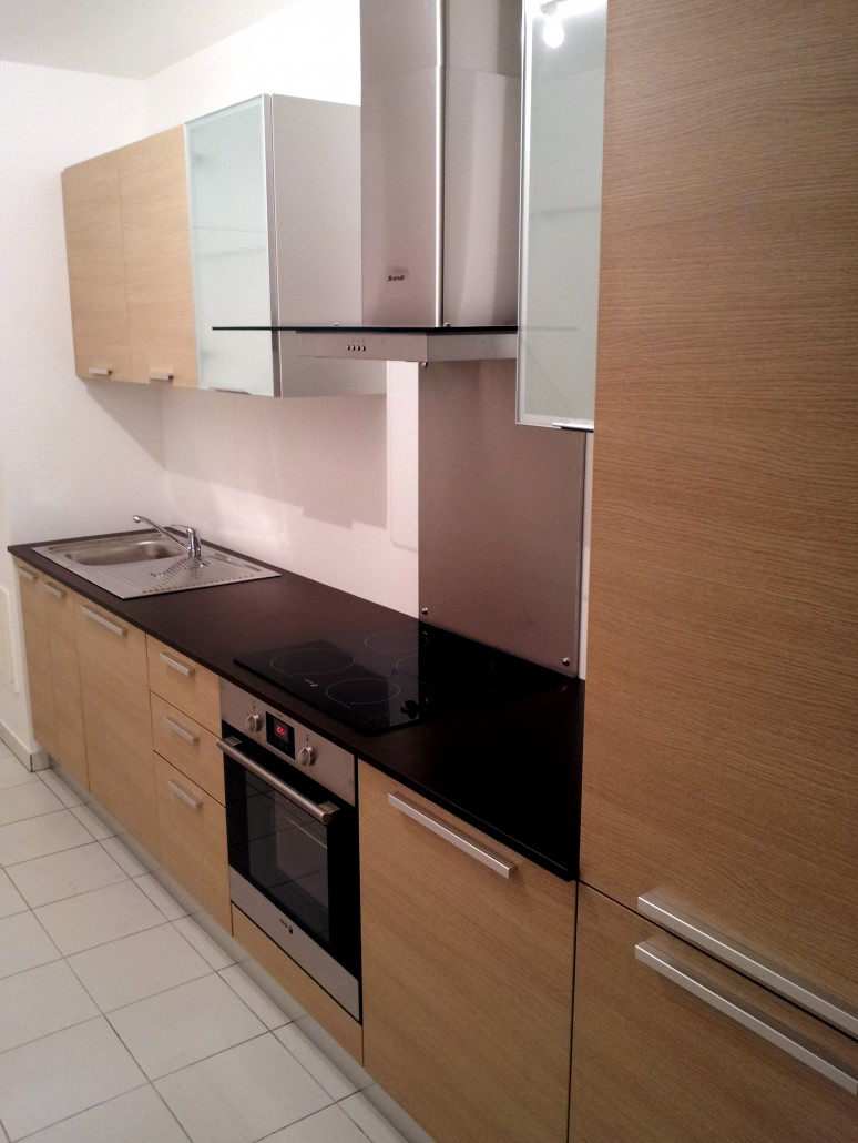 cuisine mia hom in. Black Bedroom Furniture Sets. Home Design Ideas
