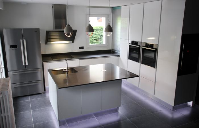cuisine erika laque hom in. Black Bedroom Furniture Sets. Home Design Ideas